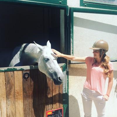 Ana - ljubiteljica konjev in košarke