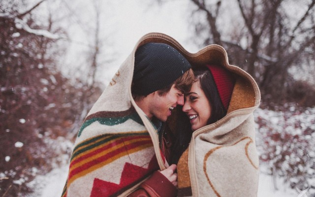 couple-winter-forest-wallpaper-romance-romentic-wallpapers