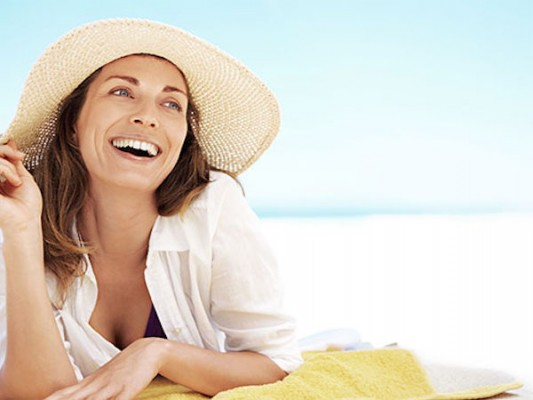54f5fe02ebb16_-_01-woman-beach-hat-lgn-69318039