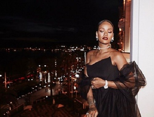 rihanna-rocks-her-jewelry-collection3 (1)