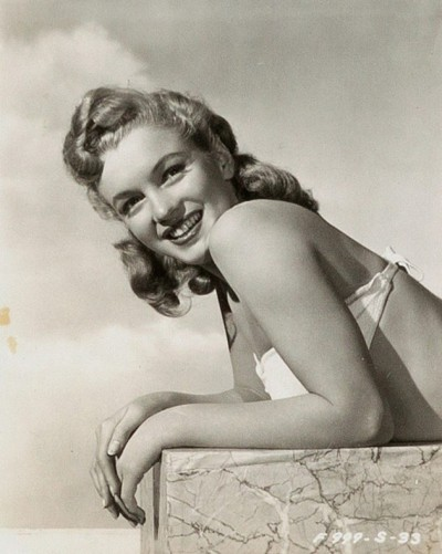 - (PICTURED: Unlikely to have been seen before publicity shots including an unseen postcard where Marilyn and another female were hired as pin-ups for the 1947 National Postmasters Convention in Los Angeles. The images again show a pre-famous Marilyn and are estimated at USD1,000 (700GBP)) - Never before seen images of a pre-superstardom Marilyn Monroe, a signed honeymoon restaurant and more are up for auction at over USD20,000 (14.5kgbp). Photographs and personalised pieces of the blonde bombshell of Some Like It Hot fame and more will go under with hammer as part of Heritages Entertainment auction next month (APRIL 15). Three lots of unseen images of a pre-famous Marilyn Monroe with a security guard outside a major movie studio believed to be 20th Century Fox are estimated at USD1,000 (700GBP) each. The pictures with Aviv Wardimon, who immigrated from Israel, show the unlikely friendship between the pair prior to fame. Showing her in three different outfits and with shoulder length brown hair, often alongside Wardimon, whose name would later be changed to Blackman. The shots remained hidden until recent family members discovered them and recognised the ever-iconic Monroe.-, Image: 365811422, License: Rights-managed, Restrictions: HERITAGE AUCTIONS / CATERS NEWS, Model Release: no, Credit line: Profimedia, Caters News
