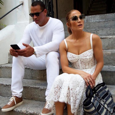 Jennifer-Lopez-White-Lace-Dress-Capri-2018